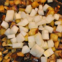 Penne rigate patè di verza e dadolata di melanzane e pera (3)