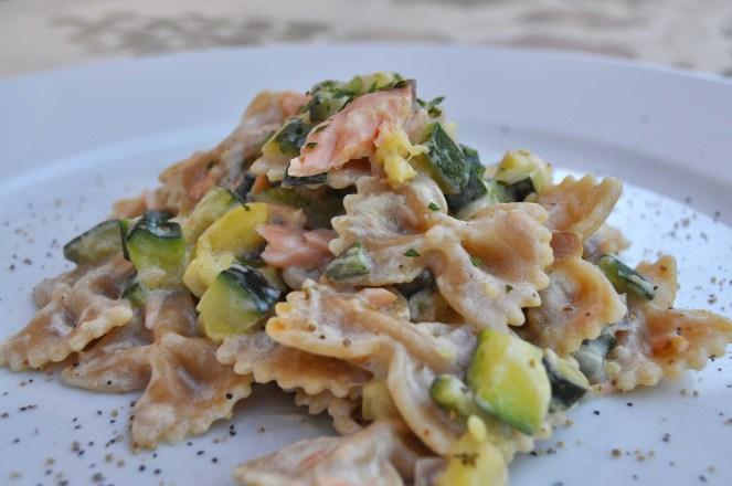 Farfalle integrali con zucchine e salmone (2)