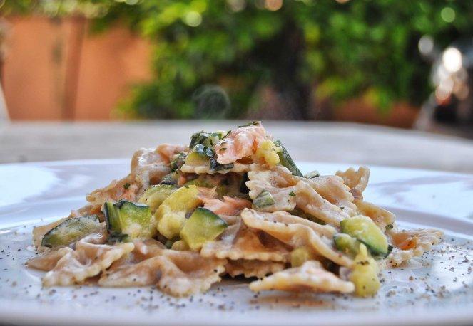 Farfalle integrali con zucchine e salmone (3)