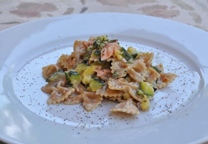 Farfalle integrali con zucchine e salmone (4)