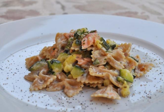 Farfalle integrali con zucchine e salmone (5)