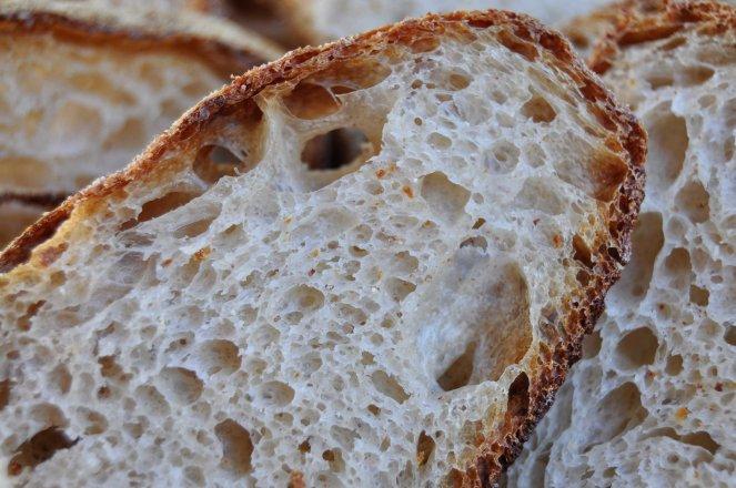 Pane scrocchiarello, pane tutto buchi metodo ventilazione impasto (6)