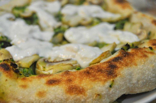 pizza napoletana al piatto (4)