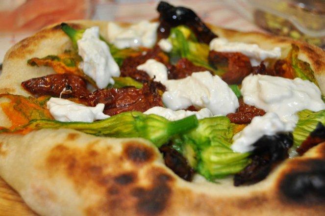 pizza napoletana al piatto (9)