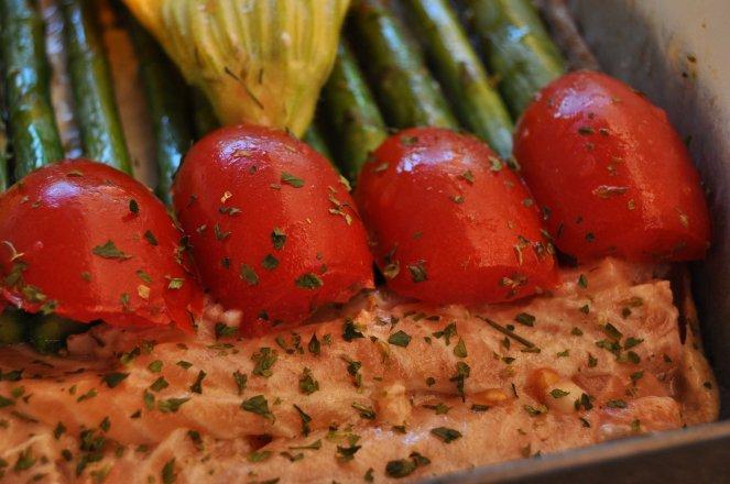 pizza rustica con asparagi fiori di zucca e salmone (11)