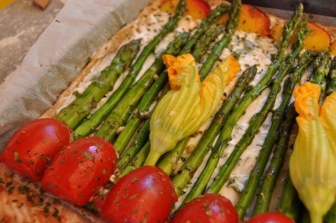 pizza rustica con asparagi fiori di zucca e salmone (12)