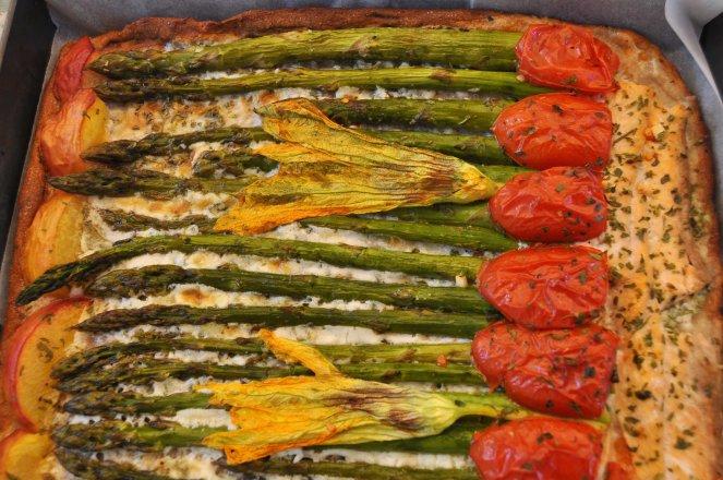 pizza rustica con asparagi fiori di zucca e salmone (14)