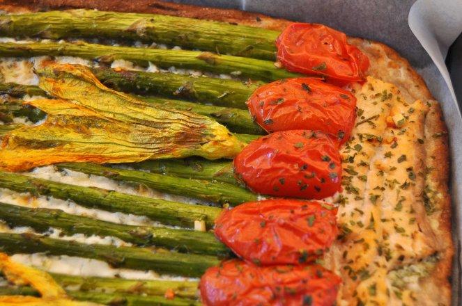 pizza rustica con asparagi fiori di zucca e salmone (15)
