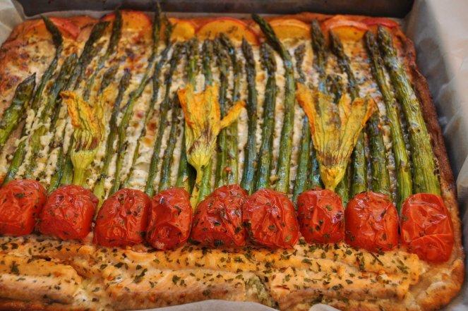 pizza rustica con asparagi fiori di zucca e salmone (18)