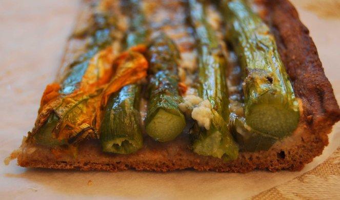 pizza rustica con asparagi fiori di zucca e salmone (25)
