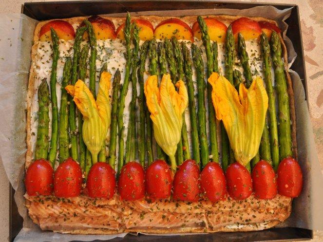 pizza rustica con asparagi fiori di zucca e salmone (9)