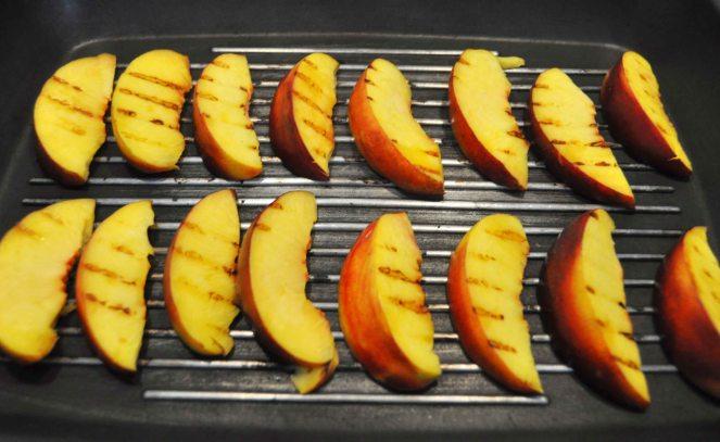 Bruschetta pesche grigliate jamon iberico e ricotta (1)