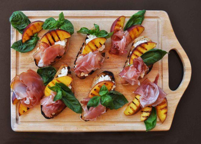 Bruschetta pesche grigliate jamon iberico e ricotta (3)