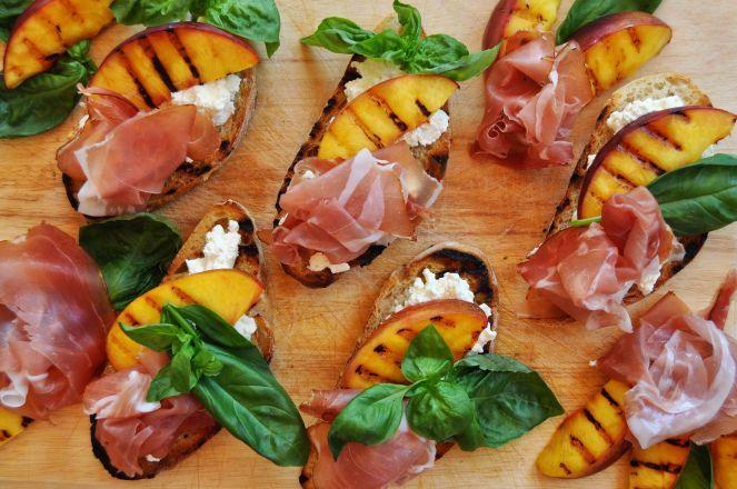 Bruschetta pesche grigliate jamon iberico e ricotta (6)