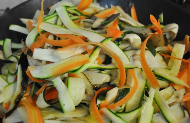 spaghetti integrali con nastri di verdure (1)