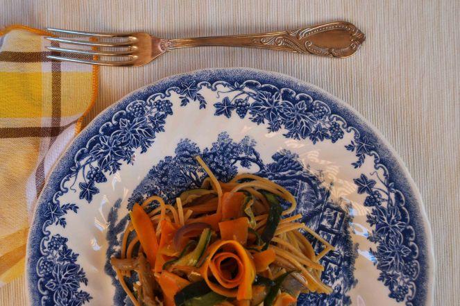 spaghetti integrali con nastri di verdure (10)