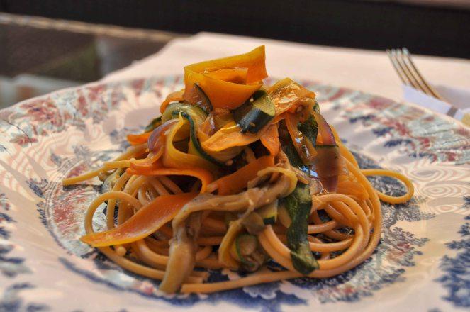 spaghetti integrali con nastri di verdure (4)