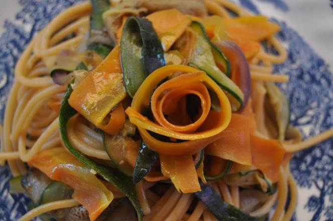 spaghetti integrali con nastri di verdure (5)