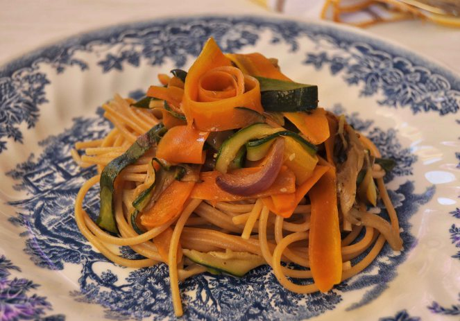 spaghetti integrali con nastri di verdure (8)
