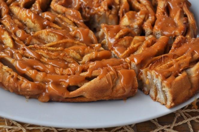brioche-spirale-di-mele-al-caramello-salato-1