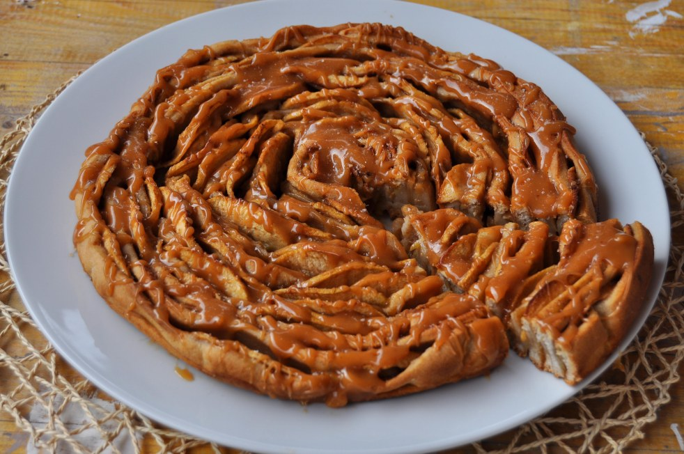brioche-spirale-di-mele-al-caramello-salato-11