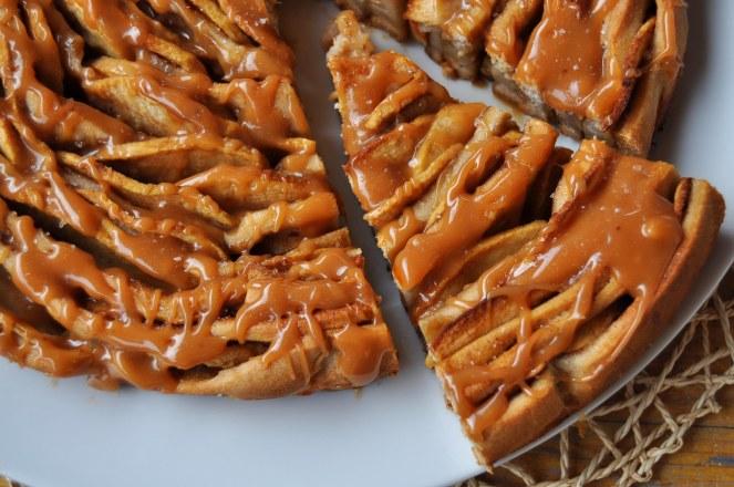 brioche-spirale-di-mele-al-caramello-salato-2