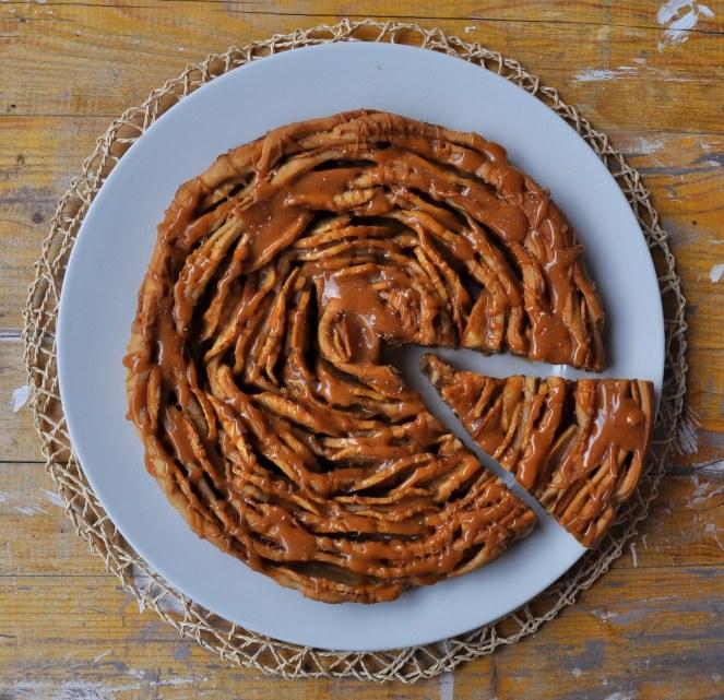 brioche-spirale-di-mele-al-caramello-salato-3