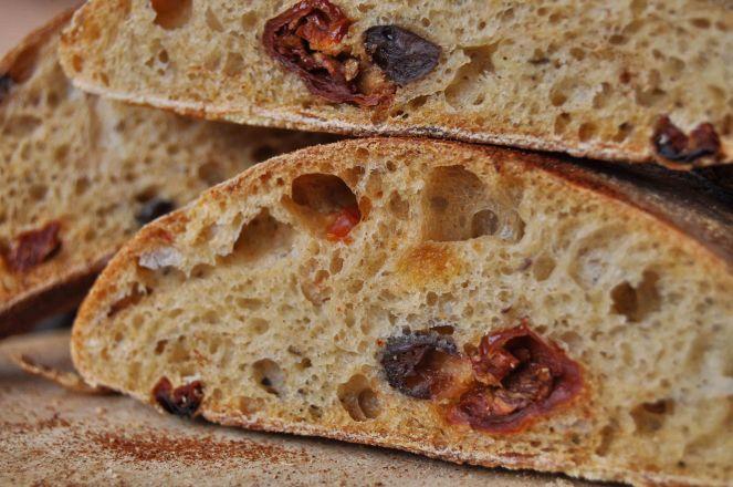 filone-rustico-con-aglio-olive-e-pomodori-secchi-16