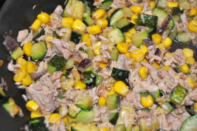 penne integrali zucchine mais e tonno (1)