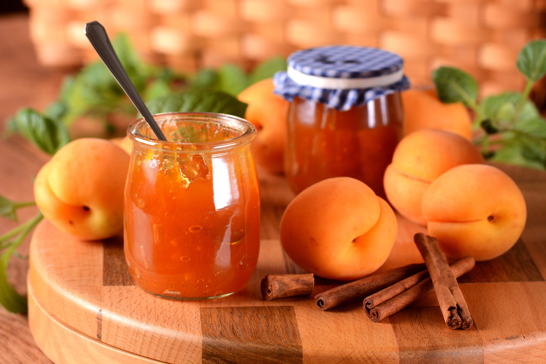 marmellata di albicocche all'aroma di cannella fatta in casa